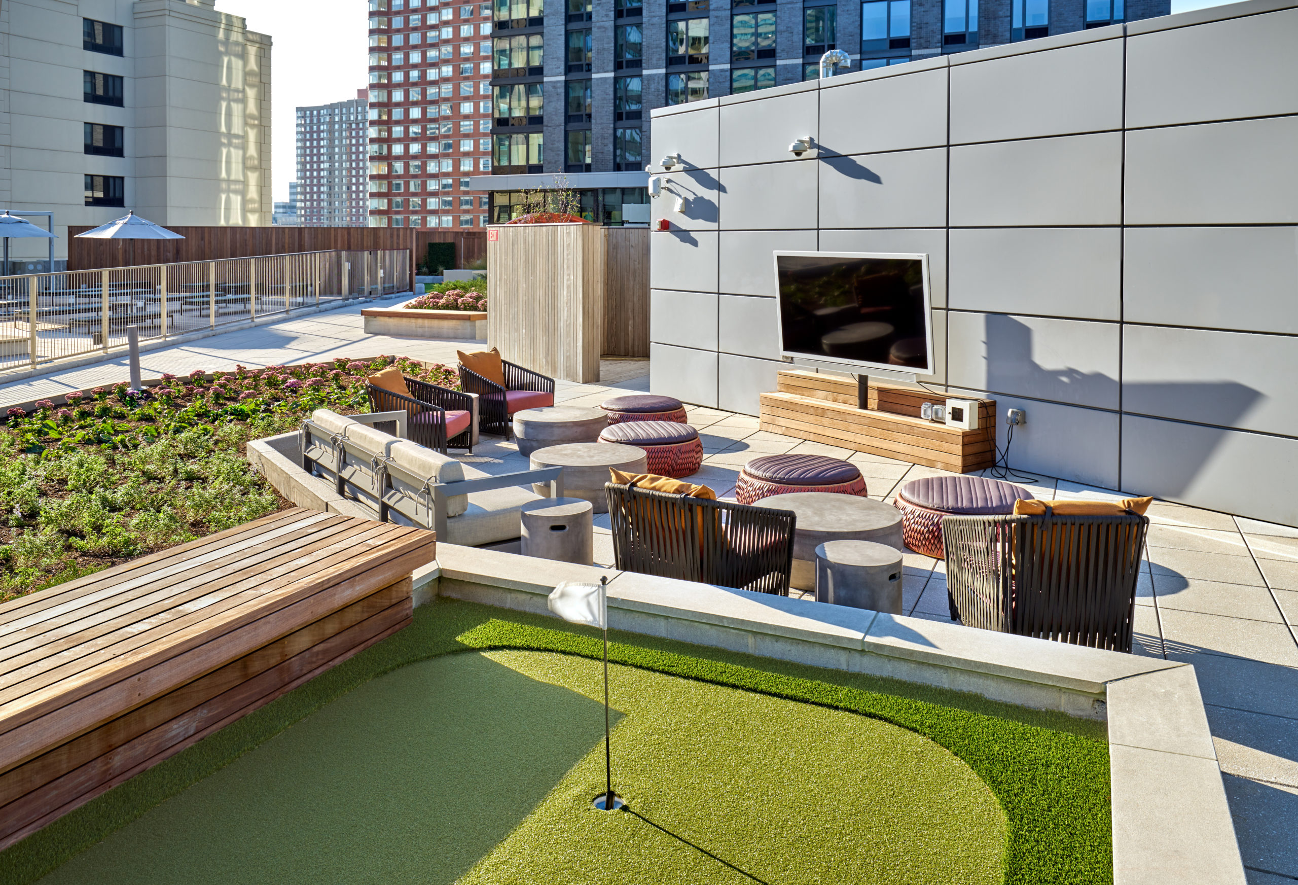 vyv south rooftop putting green