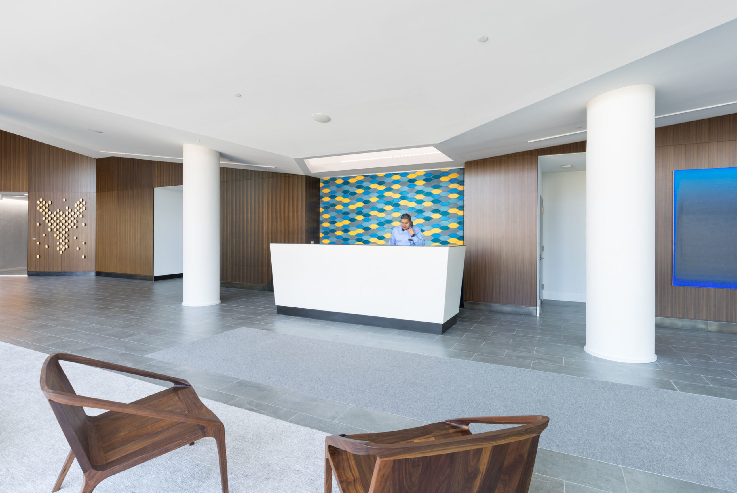 receptionist-phone-lobby